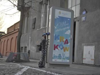 """Kraków. Coraz więcej """"elektryków"""", a stacji ich ładowania nadal bardzo mało"""