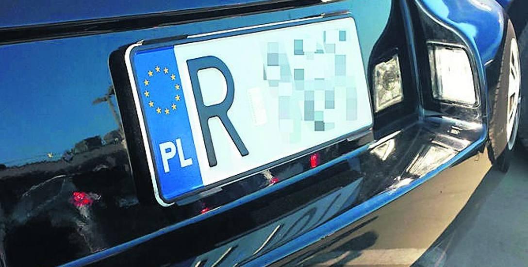 Tak zamontowaną tablicę kierowca będzie musiał wymienić na tradycyjną.
