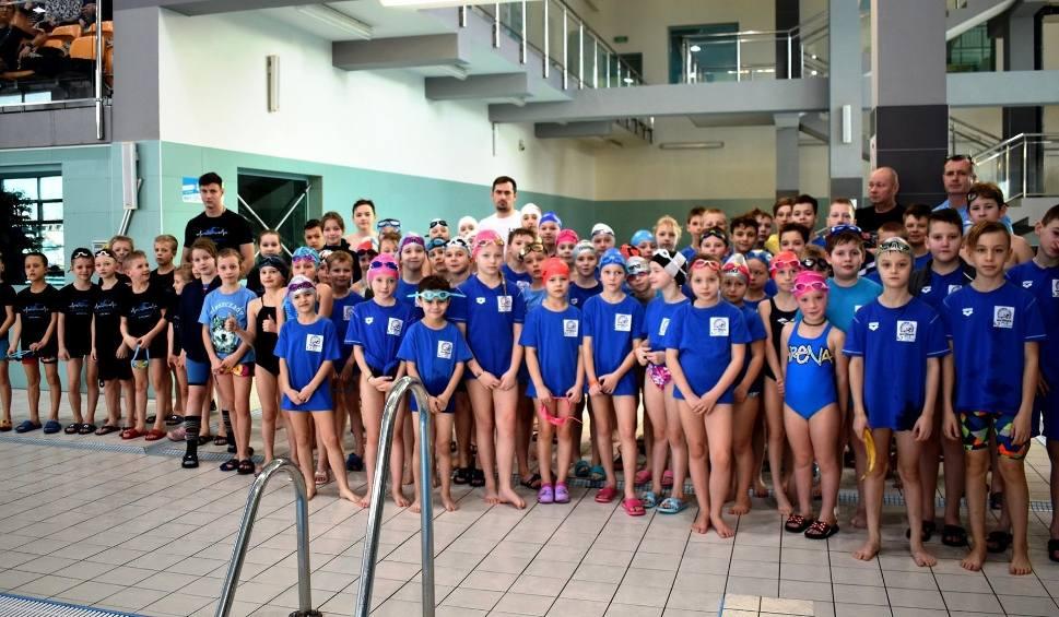 Film do artykułu: Otwarte mistrzostwa Staszowa w pływaniu. Na starcie pojawiło się 94 młodych zawodników (ZDJĘCIA)