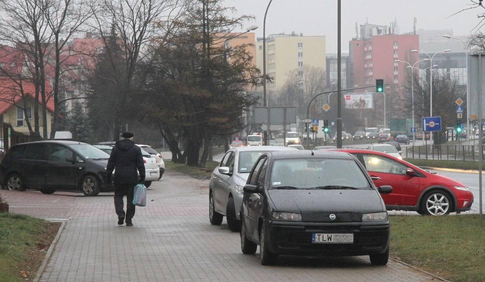 Film do artykułu: Kierowcy jeżdżą to po chodniku! Kieleccy piesi w niebezpieczeństwie (WIDEO, zdjęcia)