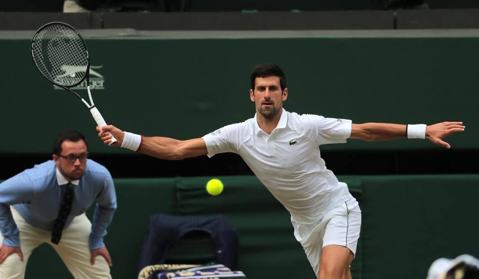 Film do artykułu: Djoković lepszy od Federera w epickim finale Wimbledonu. Po raz pierwszy w piątym secie rozegrano tie-break