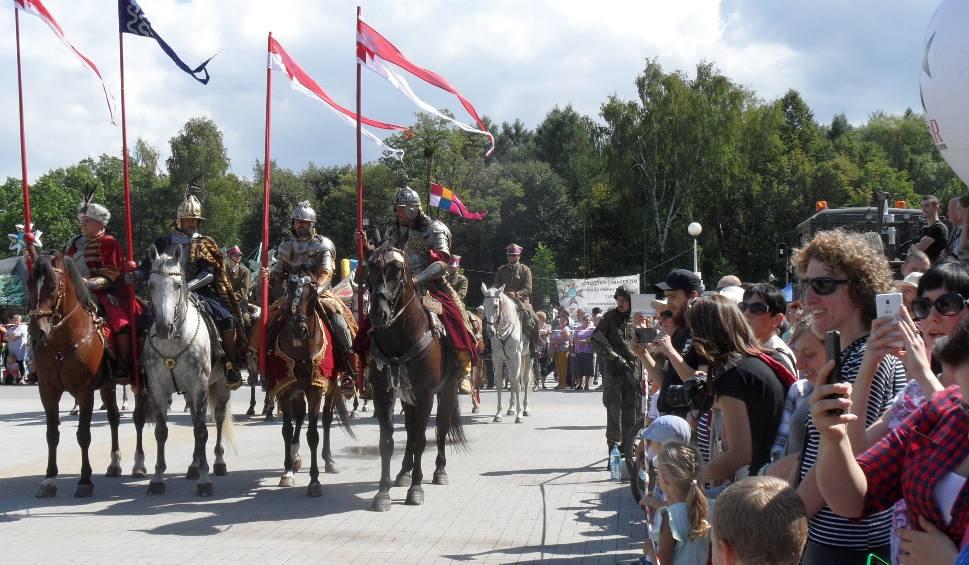 Film do artykułu: Święto Wojska Polskiego w Tychach: musztra paradna i ochrona VIP-a ZAPOWIEDŹ