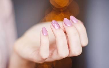 Paznokcie na 15 sposobów: pomysły na wiosenny manicure. Jaki manicure jest teraz na najmodniejszy? Sprawdź, jak zrobić go ładnie