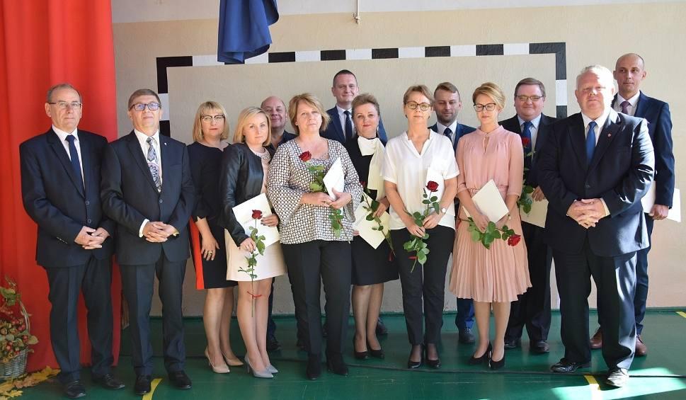 Film do artykułu: Starosta konecki wręczył nagrody nauczycielom. Były gratulacje, życzenia i program muzyczny (ZDJĘCIA)