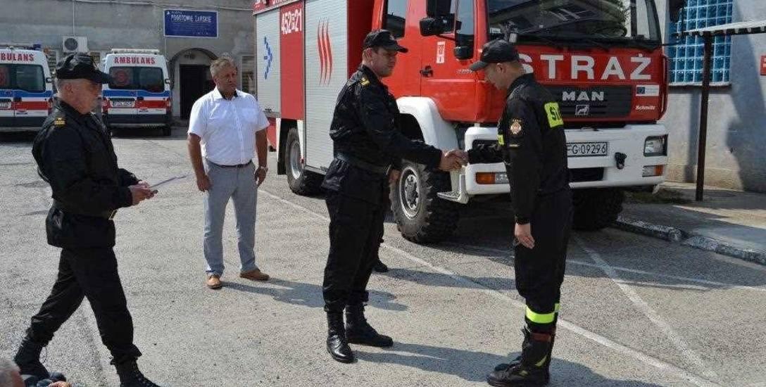Gdy Mateusz Ostrowski , naczelnik OSP Złotnik otrzymał już klucze do zastępczego auta,  nie krył wzruszenia. Stwierdził, że teraz jednostka zaczyna wszystko