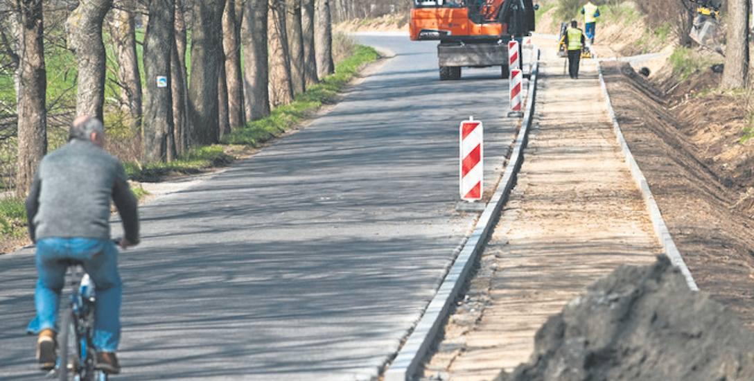 Droga rowerowa z Suchej Koszalińskiej do miejscowości Kleszcze i Osieki wytyczona została wzdłuż jezdni.