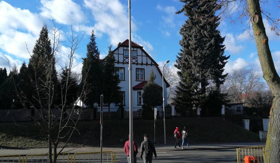 Film do artykułu: W Świebodzinie na przejściach dla pieszych ma być bezpieczniej. Gmina postawi lampy na kolejnych przejściach dla pieszych