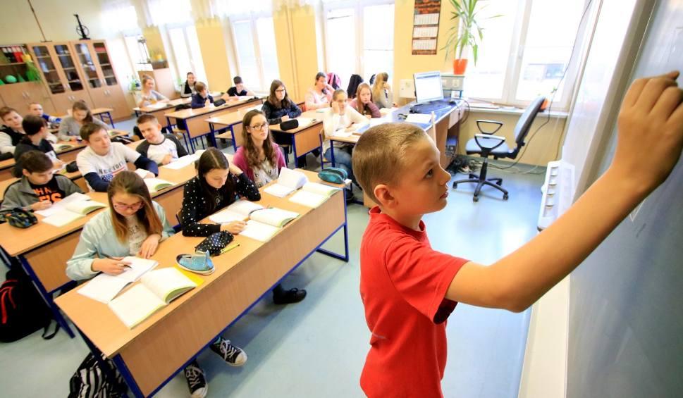 Film do artykułu: Reforma edukacji PiS. Co się zmieni w polskim szkolnictwie?