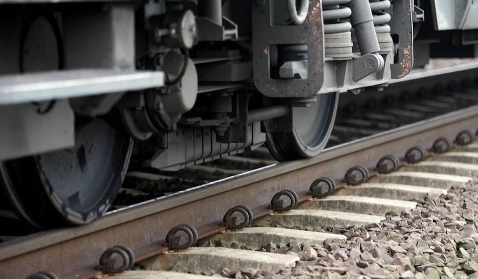 Film do artykułu: Śmiertelne potrącenie przez pociąg w Krasnołęce (powiat malborski). Mężczyzna zginął na miejscu [10.02.2018]