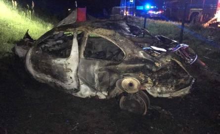 27-letni mężczyzna zginął na miejscu w wypadku, do którego doszło tuż przed godziną 1 w nocy w miejscowości Kącik.CZYTAJ DALEJ NA NASTĘPNYM SLAJDZIE