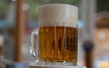 Ile kalorii ma piwo? Ile kalorii ma banan, a ile przeciętny polski obiad?