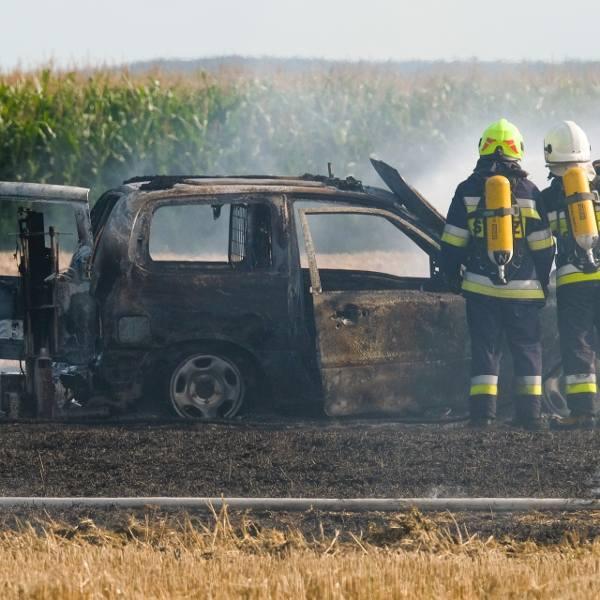 Na polu w Lesznie (gm. Medyka) w powiecie przemyskim spłonął samochód osobowy marki Suzuki. Kierowca wjechał na pole, wysiadł samochodu, a ten niedługo
