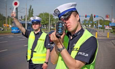 Na bezpieczeństwo ruchu drogowego wpłynęło zaostrzenie kar dla kierowców przekraczających dozwoloną prędkość na terenie zabudowanym i stwarzających szczególne