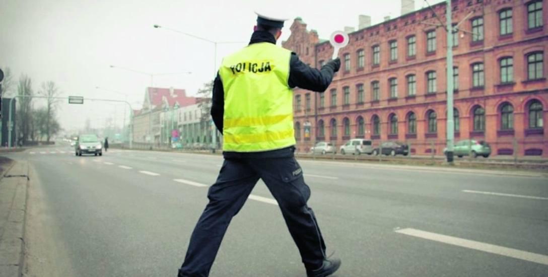 """Funkcjonariuszom """"drogówki"""" zarzuca się przyjmowanie łapówek."""