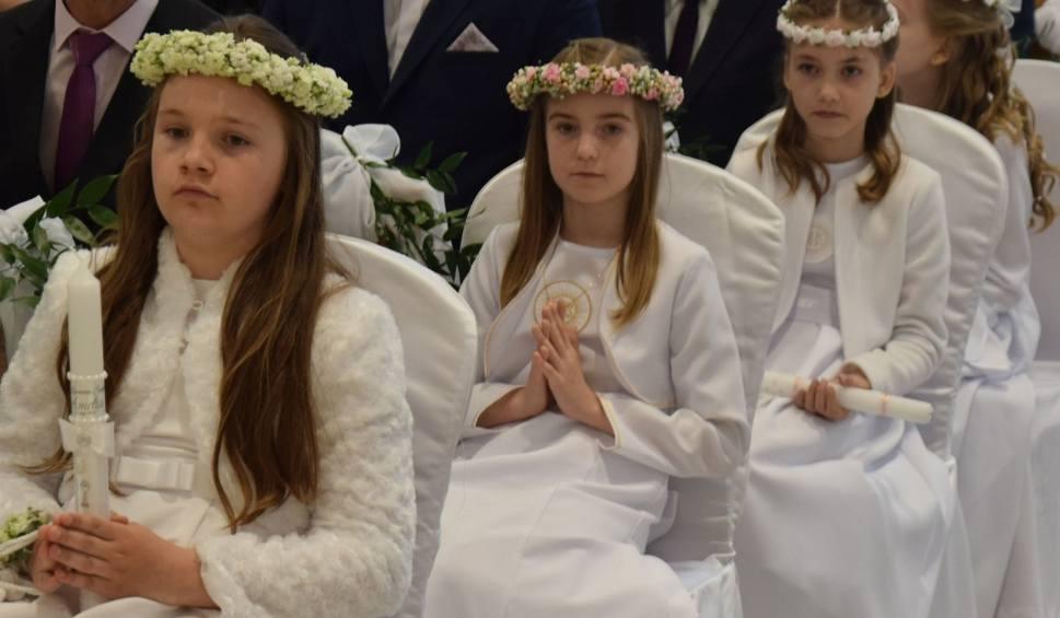 Film do artykułu: Ostrołęka. Pierwsza Komunia Święta w kościele pw. św. Franiszka w Ostrołęce. 19.05.2019
