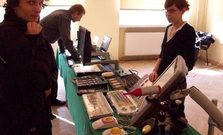 Zorganizowano pokazy nowoczesnego sprzętu dla niedosłyszących.