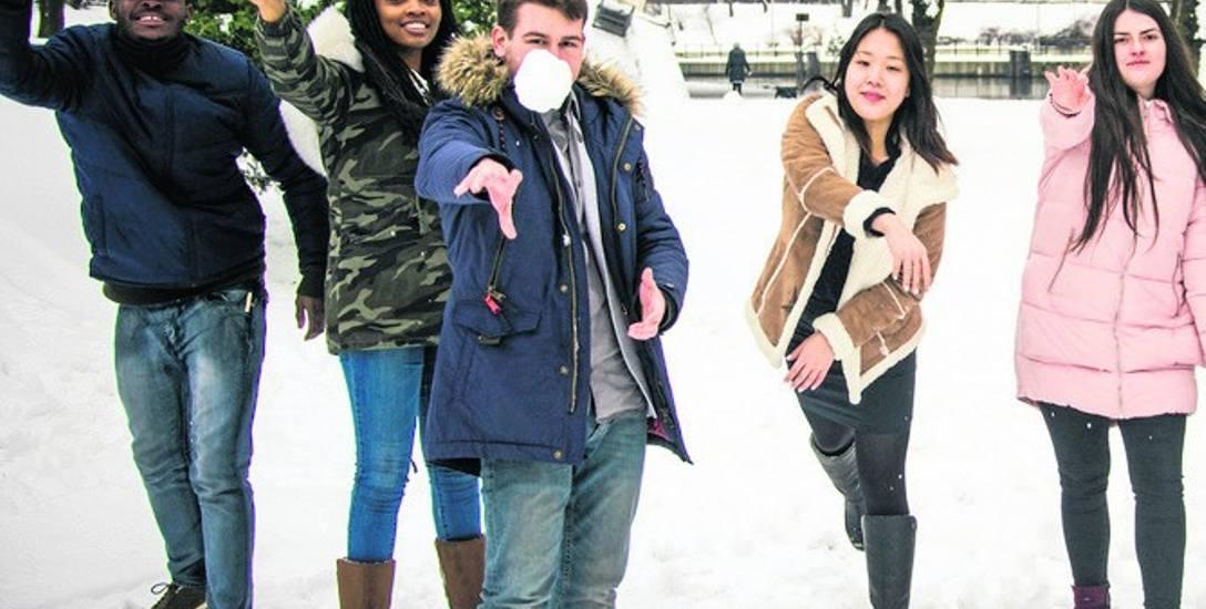 Cudzoziemcy chętnie wybierają również uczelnie w regionie. Na zdjęciu: zagraniczni studenci WSG w Bydgoszczy.
