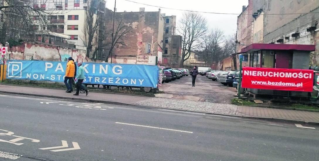 """""""Ścierki"""" na płotach będą nielegalne! Billboardy jeszcze w mieście powiszą, niektóre do 2020 roku"""