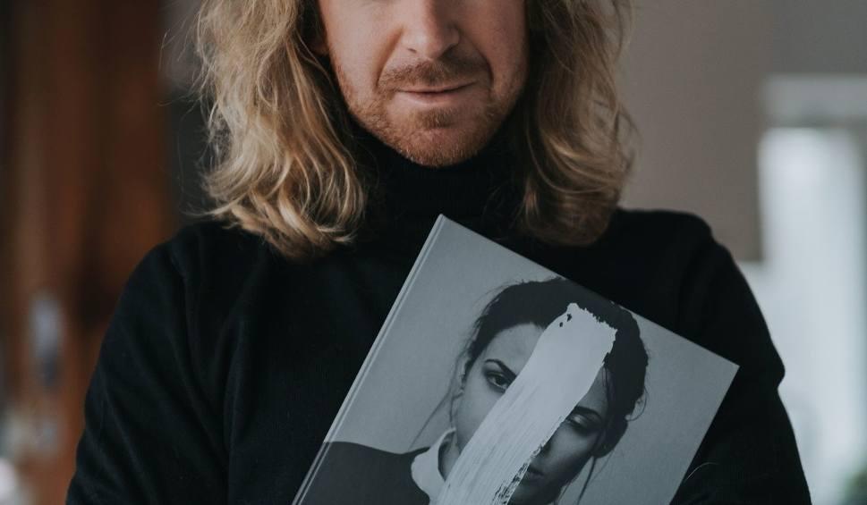 Film do artykułu: 10 lat pracy kieleckiego fotografa Wiktora Franko w jednym albumie. Spotkanie 28 grudnia w Kielcach (ZDJĘCIA)