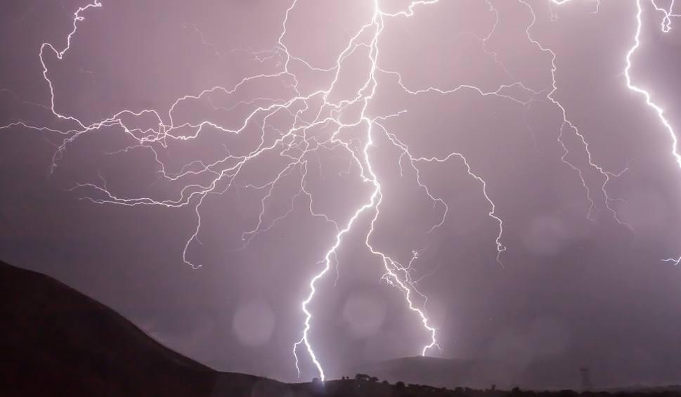 Film do artykułu: Gdzie jest burza: radar online. Burze 21 września - mapa burzowa dla Łodzi i regionu. Sprawdź radar burzowy, mapa burzowa online