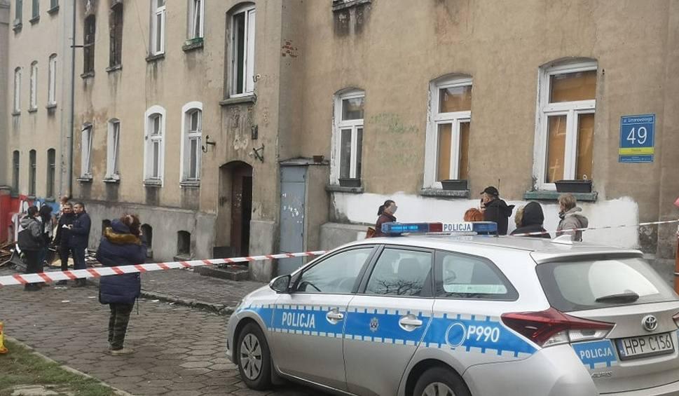 Film do artykułu: Nocny pożar w Częstochowie: ewakuowano 22 osoby, 7 jest poszkodowanych - w tym dwie ciężko ZDJĘCIA