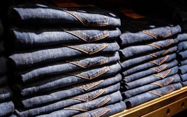Spodnie dzwony. Jak je nosić, aby wyglądać stylowo?
