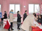 Lokal wyborczy wypełniał się po zakończeniu mszy w bobińskim kościele