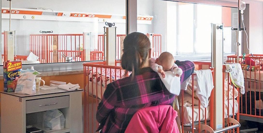 Koszt pobytu rodzica w szpitalu przy chorym dziecku ma już niebawem pokrywać NFZ