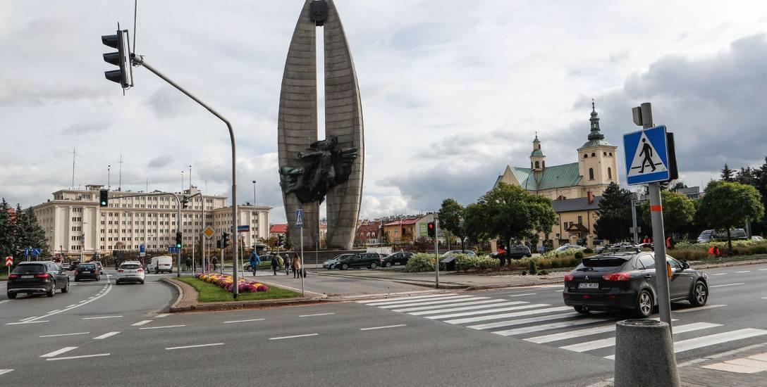 Zdaniem inicjatorów akcji pomnik, który jest jednym z najbardziej znanych symboli Rzeszowa, należy ocalić przed wyburzeniem.