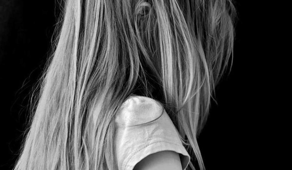 Film do artykułu: Mieszkanka Zamościa poraniła nożem własną córkę. Kobieta trafiła do zakładu psychiatrycznego. Gwałtu nie było