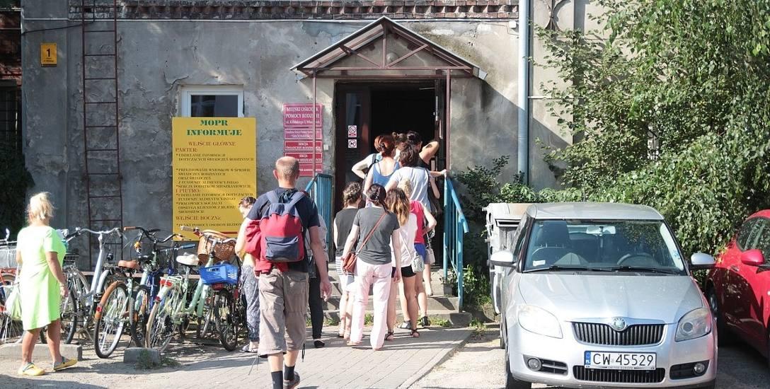 Włocławek, Miejski Ośrodek Pomocy Rodzinie - wydawanie i przyjmowanie wniosków szło sprawie. Nie było długiego wyczekiwania na swoją kolejkę, przyszło