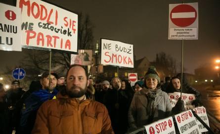 """Manifestacja """"Stop upartyjnieniu Wawelu"""" [ZDJĘCIA]"""