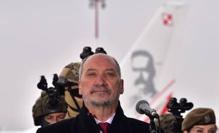 Antoni Macierewicz w Łodzi. Minister na zawodach w skokach do wody. Możliwe, że sam skoczy!