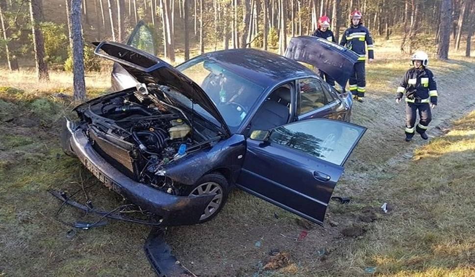 Film do artykułu: Wypadek na DK 10 pod Bydgoszczą. Auto osobowe dachowało, dwie osoby są ranne [zdjęcia]