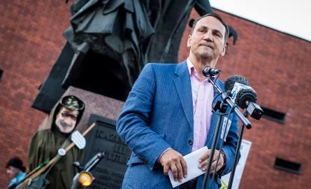 Radosław Sikorski pojawił się podczas kolejnego Łańcucha Światła w Bydgoszczy.