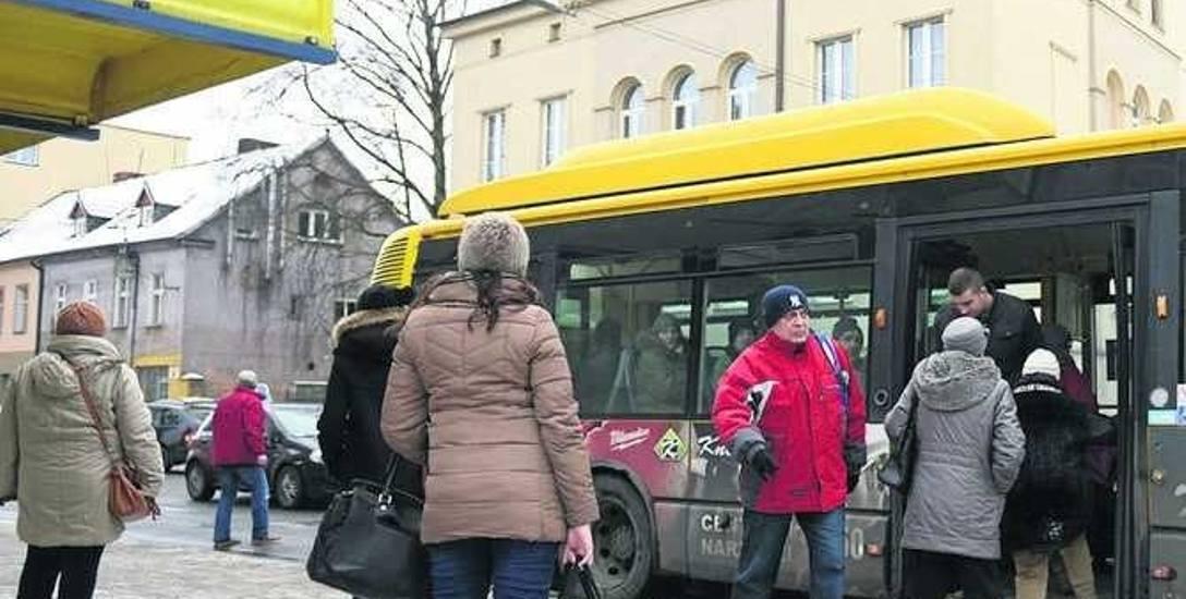 Pasażerowie porannych kursów narzekają na zimno