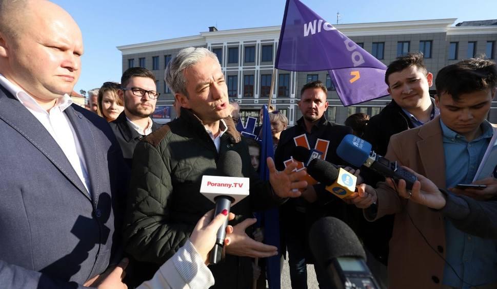 Film do artykułu: Wybory do Europarlamentu 2019. Robert Biedroń: Wiosna powstała dlatego, by w polityce w końcu coś się zmieniło (zdjęcia, wideo)