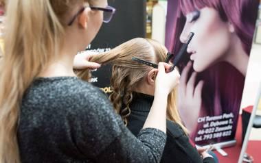 Poprawa części teoretycznej egzaminu fryzjerskiego to koszt 355 zł. W przypadku nie zdania obu części można zapłacić aż 700 zł