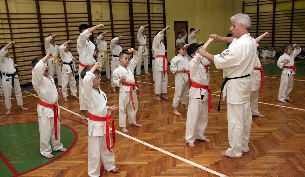 Film do artykułu: Karatecy z Akademii Holistycznej pomyślnie zdali egzamin na wyższe stopnie