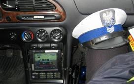 Audi A4 mocno uszkodziło budynek mieszkalny w Urzeczu