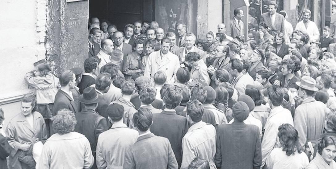 Rok 1957 - odsłonięcie tablicy pamiątkowej poświęconej Pionierom Wrocławia