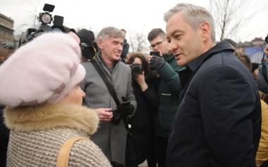 """Krakowska Manifa. """"Cześć i chwała bohaterkom!"""". Pojawił się Robert Biedroń"""