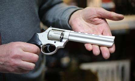 W Magazynie Kuriera: Boom na broń. Kowalski chce być jak Brudny Harry