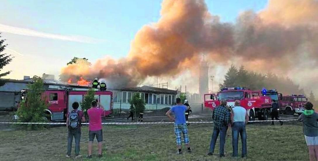 Czerwcowy pożar przedszkola w Jarosławcu gasiło łącznie 19 zastępów straży pożarnej