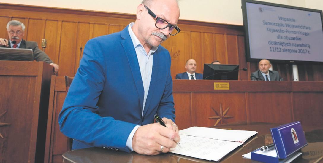 Wczoraj samorządowcy z najbardziej poszkodowanych terenów, składali podpisy pod listem do Beaty Szydło. To apel o złożenie wniosku o wsparcie do Funduszu