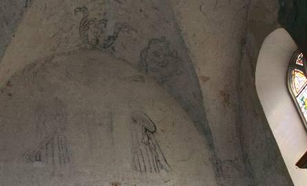 Polichromie zabezpieczają konserwatorzy, którzy ostatnio prowadzili podobne prace w zabytkowym kompleksie klasztornym w Paradyżu.
