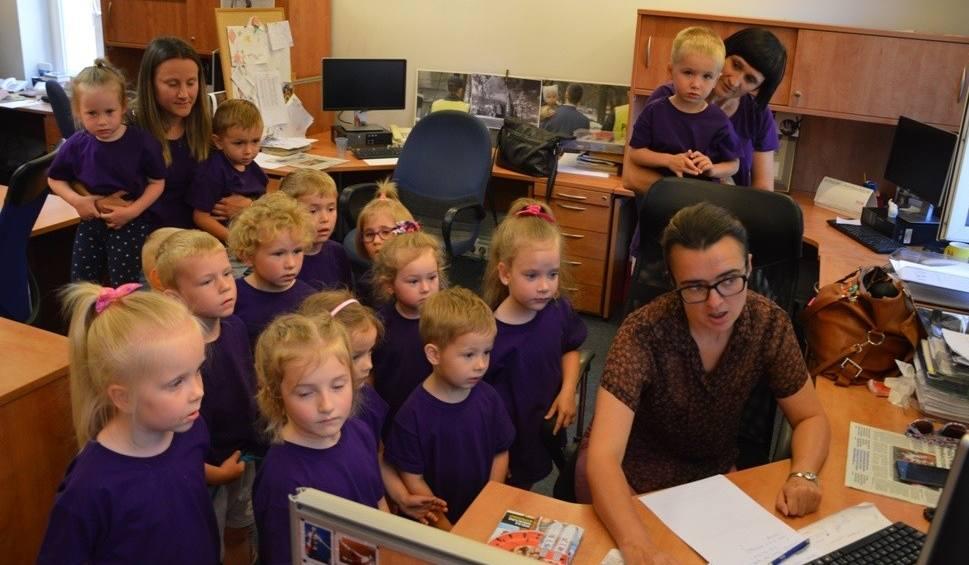 Film do artykułu: Grupa Sówki z przedszkola w Ganie odwiedziła redakcję nto. Dzieci nagrały wierszyk w naszym studiu telewizyjnym!