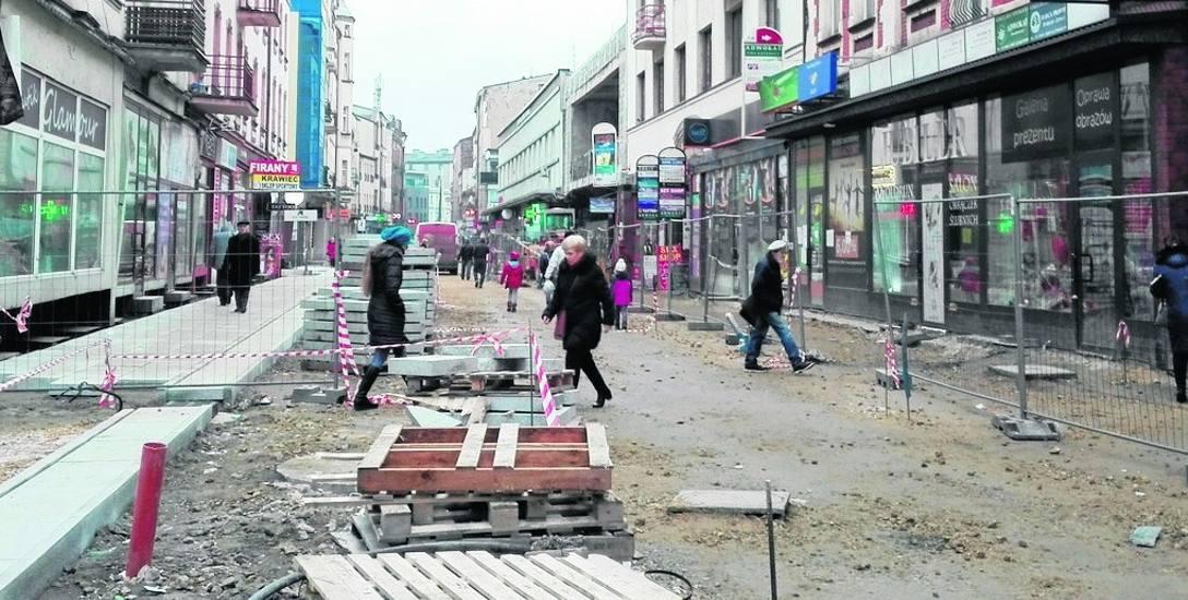 Ulica Modrzejowska przechodzi kapitalny remont. Tauron wybudował tu też sieć ciepłowniczą
