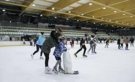 W czasie ferii zimowych bydgoscy uczniowie w godz. 9-13.30 będą mogli za darmo poślizgać się na lodowisku Torbyd.