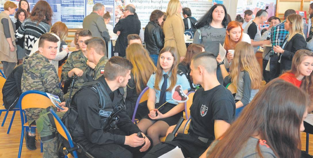 W marcu Powiatowy Urząd Pracy zorganizował w Drawsku Pomorskim Targi Pracy i Edukacji. W tym samym czasie w Centrum Handlowym Drawa przestało działać